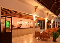 Travellers Beach Hotel & Club - Mombasa - Front desk