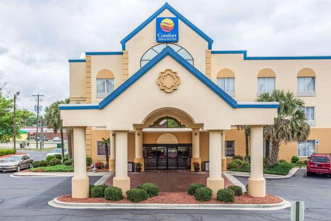Comfort Inn & Suites Ft.Jackson Maingate - Columbia - Rakennus