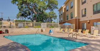 Fairfield Inn & Suites by Marriott San Antonio SeaWorld/Westover Hills - סן אנטוניו - בריכה