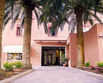 Hotel Palme - Монтероссо-аль-Маре - Здание