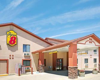 Super 8 by Wyndham Longmont/Del Camino - Longmont - Κτίριο