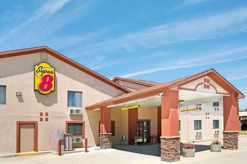 Super 8 by Wyndham Longmont/Del Camino - Longmont - Building