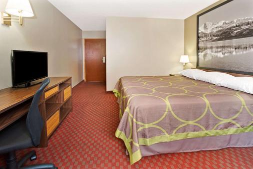 Super 8 by Wyndham Longmont/Del Camino - Longmont - Bedroom
