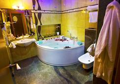 Hotel Danubia Gate - Bratislava - Bathroom