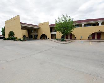 Americas Best Value Inn & Suites Yukon Oklahoma City - Yukon - Gebouw