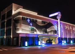 High Cloud International Business Hotel - Tainan - Gebouw