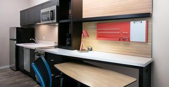 Towneplace Suites Kansas City Airport - Kansas City - Kitchen