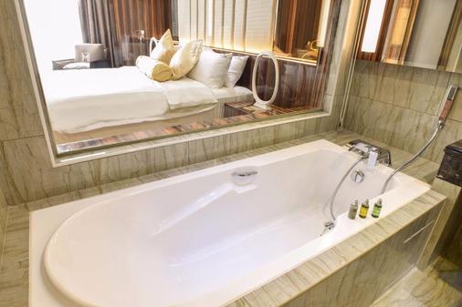 Moty Hotel - Malacca - Bathroom
