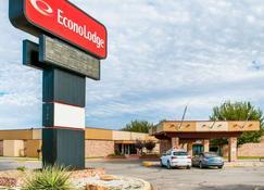 Econo Lodge - Carlsbad - Building