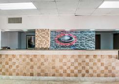 Econo Lodge - Carlsbad - Lobby