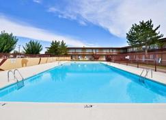 Econo Lodge - Carlsbad - Pool
