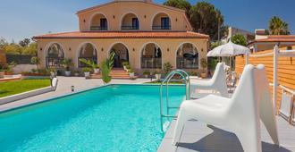 Villa Sunset Bed & Breakfast - Fontane Bianche - Pool