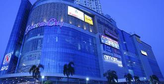 Amaris Hotel Seasons City - Jakarta - Building