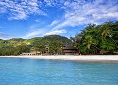 Coral Strand Smart Choice Hotel - Beau Vallon - Building