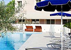 Best Western Marseille Aeroport - Vitrolles - Pool