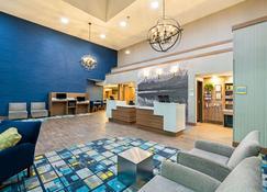 La Quinta Inn & Suites by Wyndham Logan - Logan - Lobby