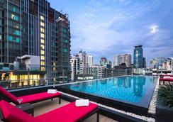 Travelodge Sukhumvit 11 - Bangkok - Pool