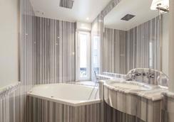 Hotel George Washington - Paris - Bathroom