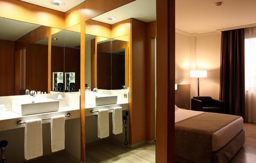 Hotel Sb Ciutat De Tarragona - Tarragona - Bathroom