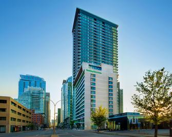 Holiday Inn Hotel & Suites Montreal Centre-ville Ouest - Montreal - Building