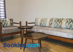 Azur Suites Hotel & Apartments - Tripoli - Huiskamer