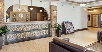 Comfort Inn Near Seaworld - Lackland Afb - San Antonio - Front desk