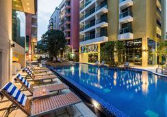 Citrus Grande Hotel Pattaya By Compass Hospitality - Pattaya - Piscina