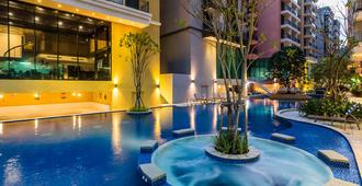 Citrus Grande Hotel Pattaya By Compass Hospitality - Pattaya - Pool
