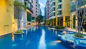 Citrus Grande Hotel Pattaya By Compass Hospitality - Pattaya - Pool