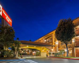 Best Western Plus Pleasanton Inn - Pleasanton - Building