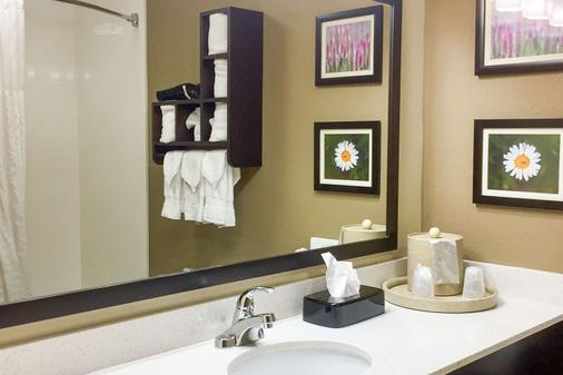 Comfort Suites Regency Park - Cary - Bathroom