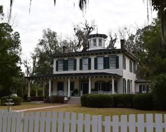 1872 John Denham House Bed and Breakfast - Monticello - Building