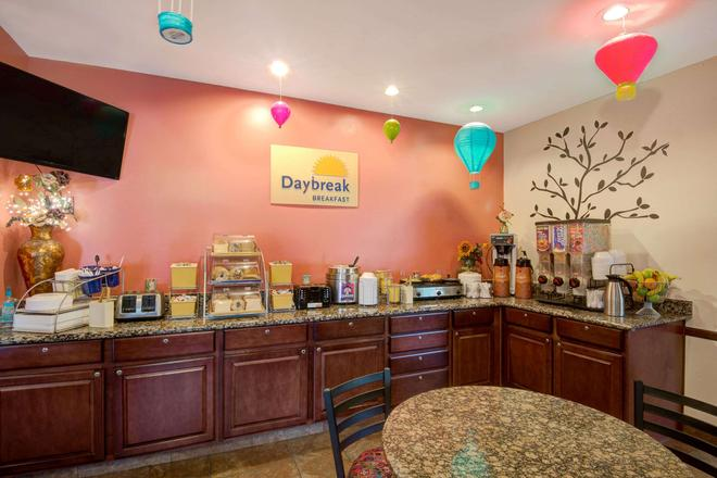 Days Inn & Suites by Wyndham Airport Albuquerque - Albuquerque - Buffet