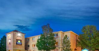 Days Inn & Suites by Wyndham Airport Albuquerque - אלבקורקי
