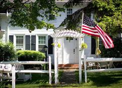 Historic White Blossom House - Southold - Building