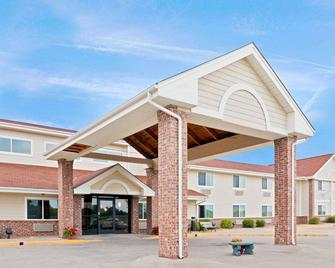 AmericInn by Wyndham Northfield - Northfield - Gebouw