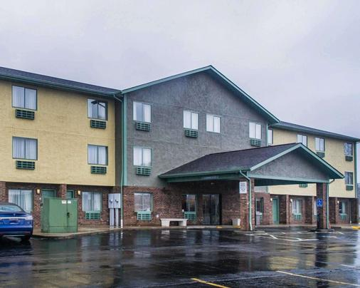 Quality Inn - Streetsboro - Building