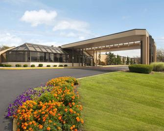 Days Hotel by Wyndham Allentown Airport / Lehigh Valley - Аллентаун - Building