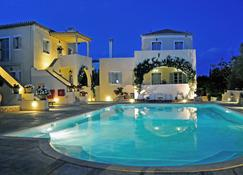 Villa Nika Boutique Hotel - Spétses - สระว่ายน้ำ