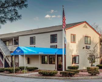 Rodeway Inn - Groton - Building