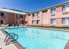 Quality Inn Moab Slickrock Area - Moab - Pool