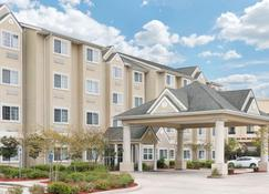 Microtel Inn & Suites by Wyndham Baton Rouge Airport - Baton Rouge - Building