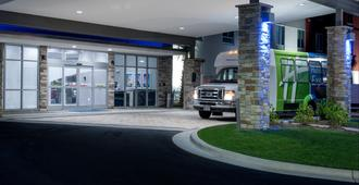 Holiday Inn Express & Suites Charlotte Airport - שרלוט