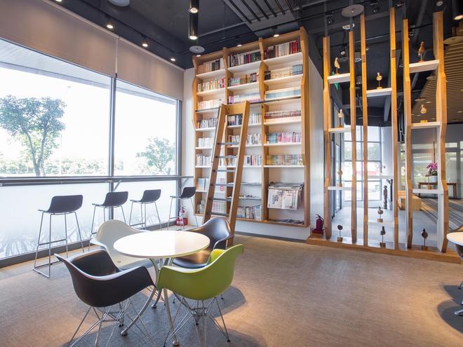 Jiuwu Hotel - Luodong - Lounge
