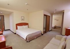 Jiuwu Hotel - Luodong - Bedroom