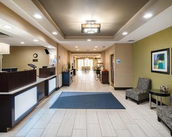 Holiday Inn Express & Suites Ashland - Ashland - Front desk