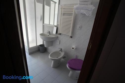 Hotel Nologo - Genoa - Bathroom