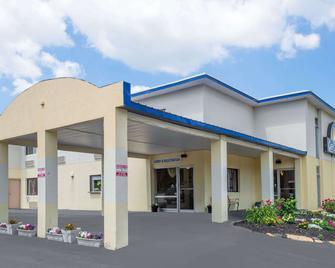 Days Inn by Wyndham Auburn/Finger Lakes Region - Auburn - Building