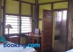 Cerros Beach Inn - Corozal - Bedroom