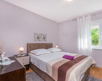 Apartment And Rooms Tatjana - Omiš - Slaapkamer